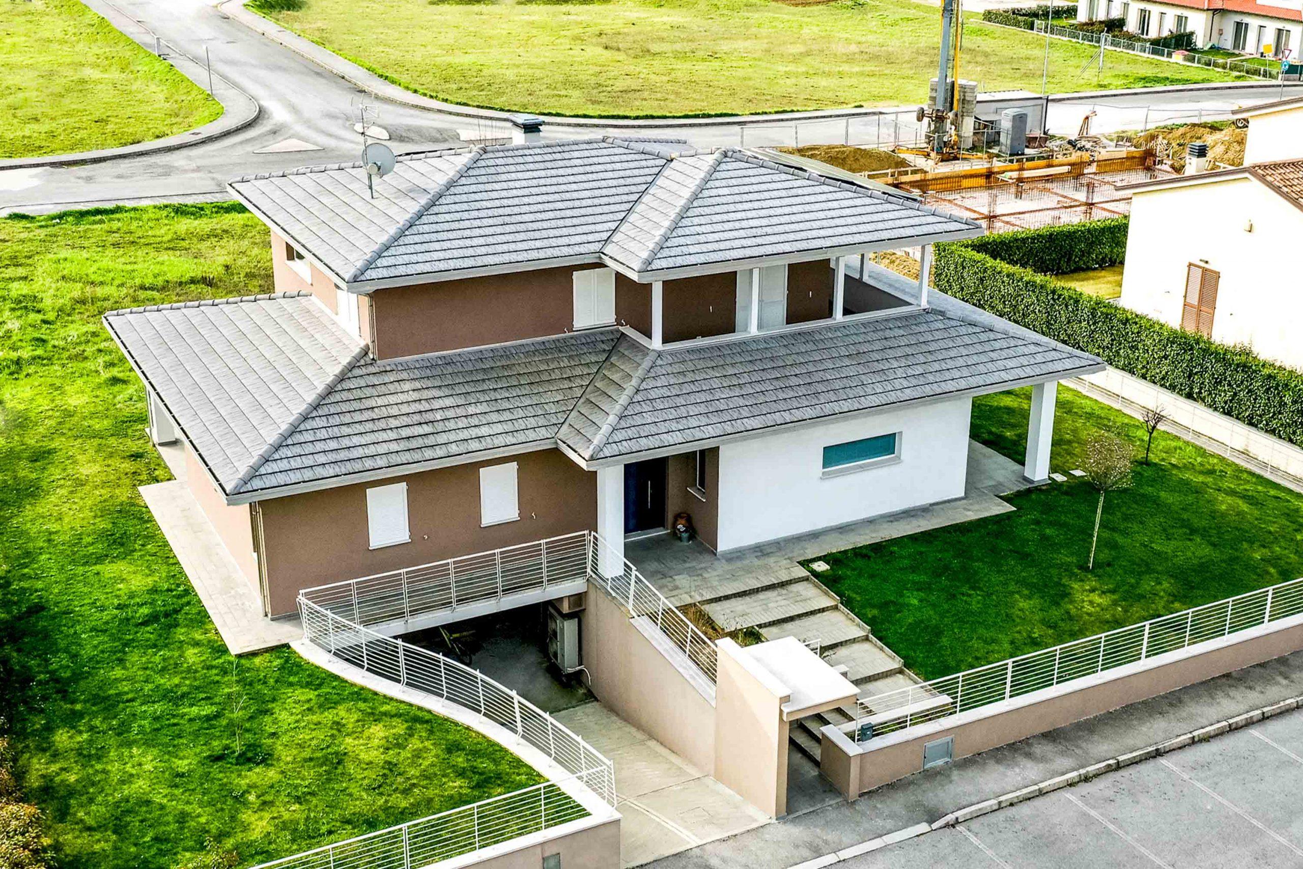 Wooden Houses_Villa Unifamiliare a due piani_Struttura in legno classica con finiture e colori contemporanei