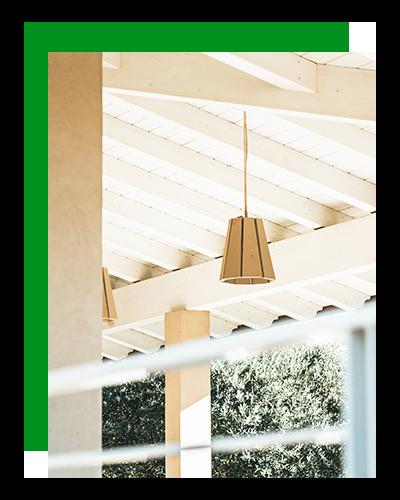 Wooden Houses_villa in legno_dettaglio portico in legno sbiancato