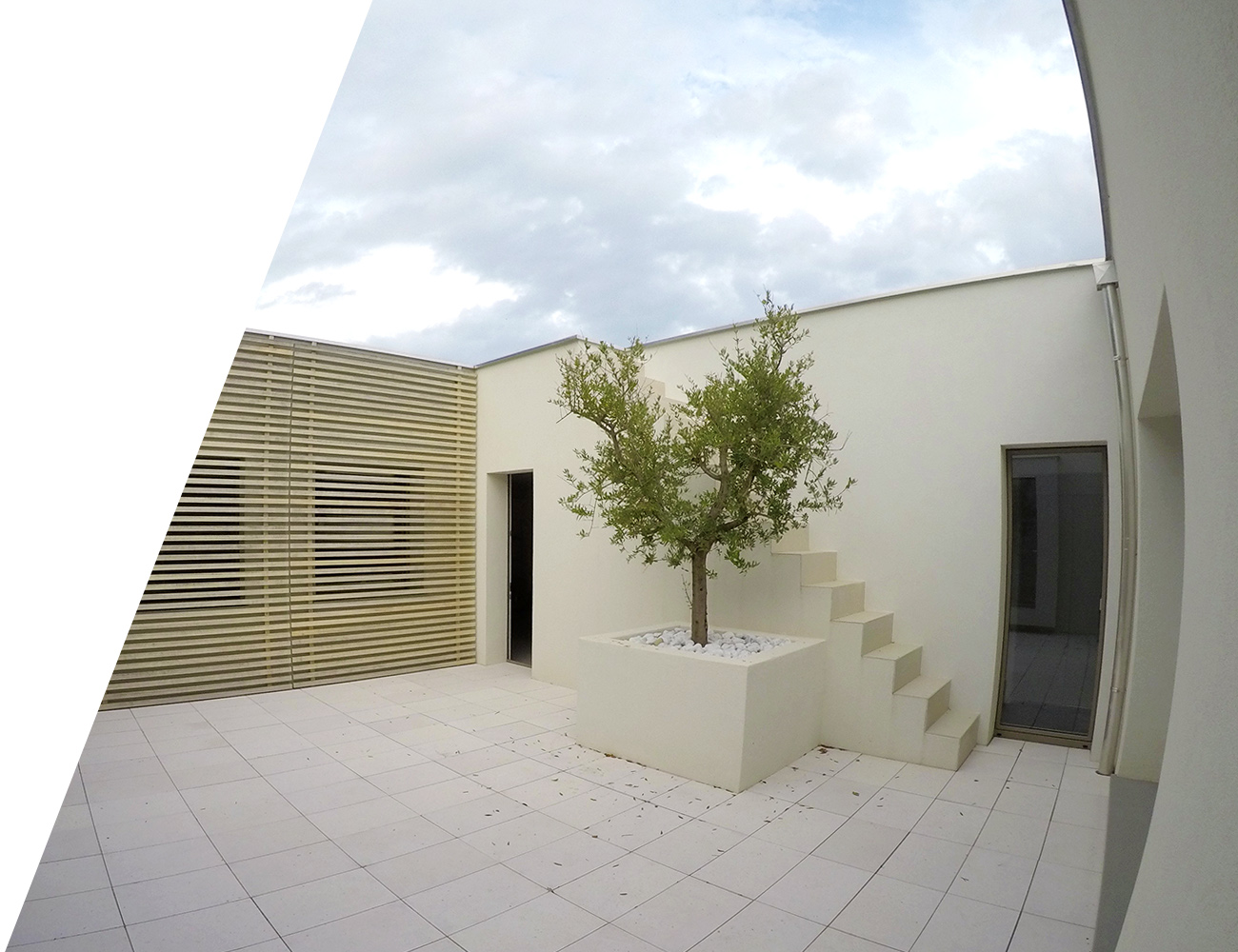 Wooden Houses_Villa Unifamiliare a due piani_patio interno